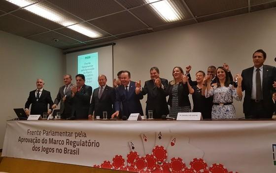 Lançada na manhã desta quarta-feira (18) a Frente Parlamentar pela Aprovação do Marco Regulatório dos Jogos no Brasil (Foto: Divulgação)