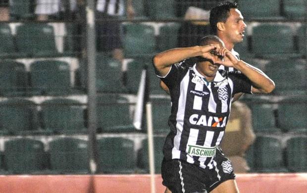 Rafael Costa Comemora gol do Figueirense contra o Guaratinguetá  (Foto: Eduardo Valente / Agência estado)