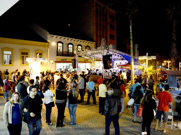 """A feira de artesanato é outra atração do projeto """"Sexta no Centro"""" (Foto: Arquivo PMJ)"""
