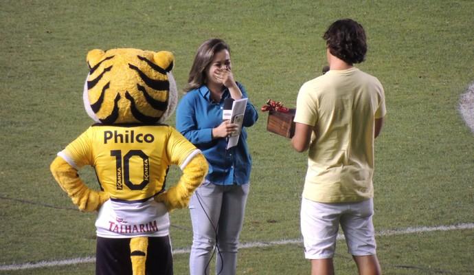Criciúma x Sport pedido casamento (Foto: João Lucas Cardoso)