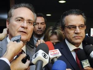 O presidente da Câmara, Henrique Eduardo Alves e o presidente do Senado, Renan Calheiros, ao anunciar agravo para derrubar decisão do STF (Foto: Jonas Pereira/Agência Senado)