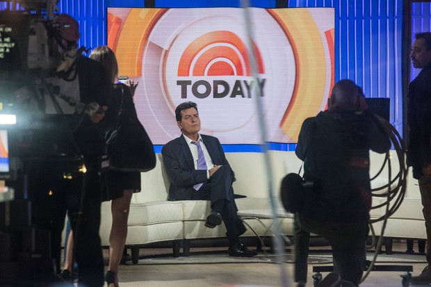 Charlie Sheen em entrevista ao programa Today, da NBC (Foto: ANDREW BURTON / GETTY IMAGES NORTH AMERICA / AFP)