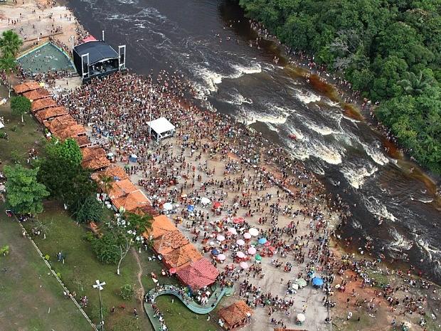 Carnaval de Presidente Figueiredo atrai turistas pela folia e belezas naturais, como a Corredeira do Urubuí  (Foto: André Amazonas/Divulgação )