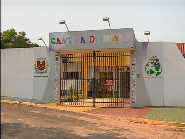 Escola Municipal de Educação Infantil Cantiga de Ninar fica no Bairro Emílio Zanatta (Foto: Reprodução/TV Fronteira)