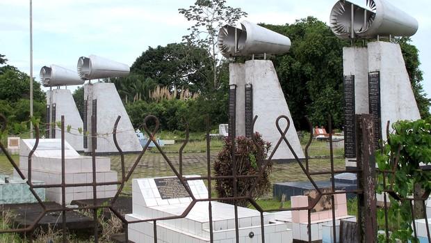 acidente de avião Suriname Seedorf desastre (Foto: Janir Júnior / Globoesporte.com)