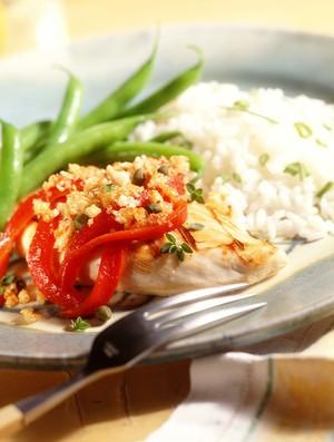 Prato de comida saudável com arroz, verduras e legumes (Foto: Getty Images)