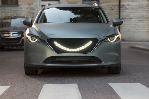 Carro desenvolvido pela Semcon que sorri para os pedestres (Foto: Divulgação)