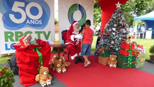 Crianças aproveitaram a presença do bom velhinho (Foto: Divulgação/RPC TV)