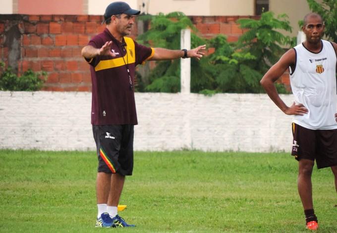 Vinícius Saldanha durante primeiro treino do Sampaio (Foto: Sampaio - Divulgação)