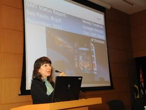 Wendy Freedman, presidente do GMT, apresenta projeto na Fapesp, em São Paulo, nesta quarta-feira (13). (Foto: Eduardo Cesar/FAPESP)