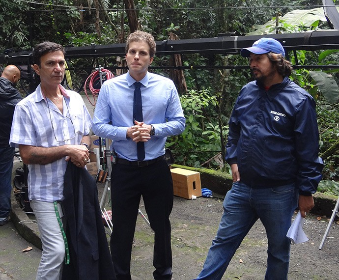 Thiago Fragoso, ao centro, e o diretor Cristiano Marques (d) (Foto: Juliana Lessa/Gshow)