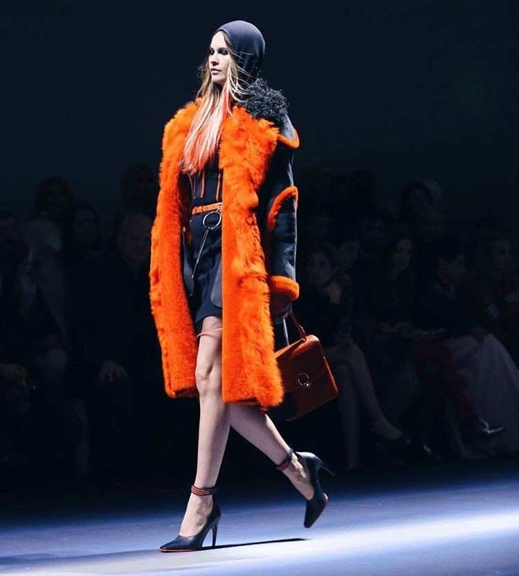 Behati Prinsloo para Versace (Foto: Fashion To Max / Luiza Ferraz)