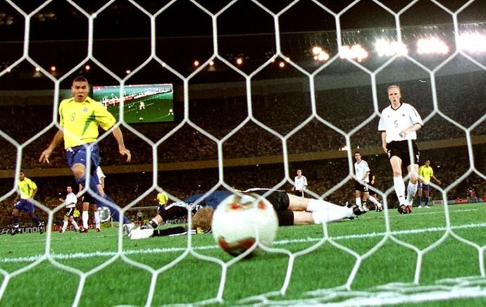 Oliver Kahn bola copa do mundo 2002 (Foto: Getty Images)