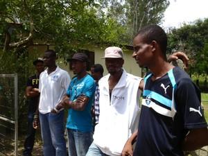 Haitianos reclamam de trabalho escravo em curtume na cidade de Igrejinha (Foto: Alexandre dos Santos/RBS TV)