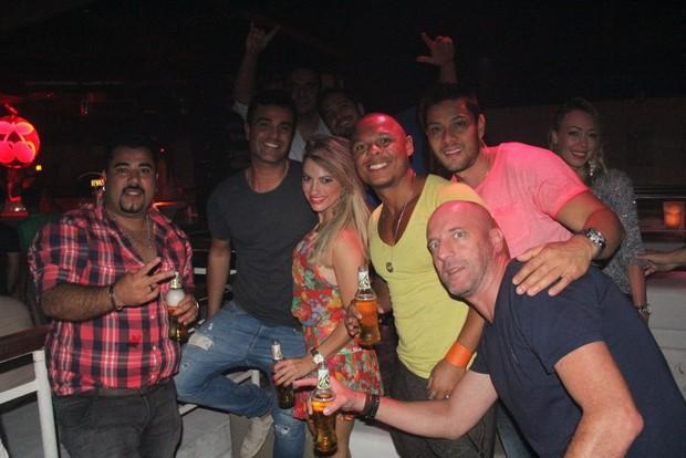 Rodrigo Phavanello e amigos (Foto: Rodrigo dos Anjos/ AgNews)