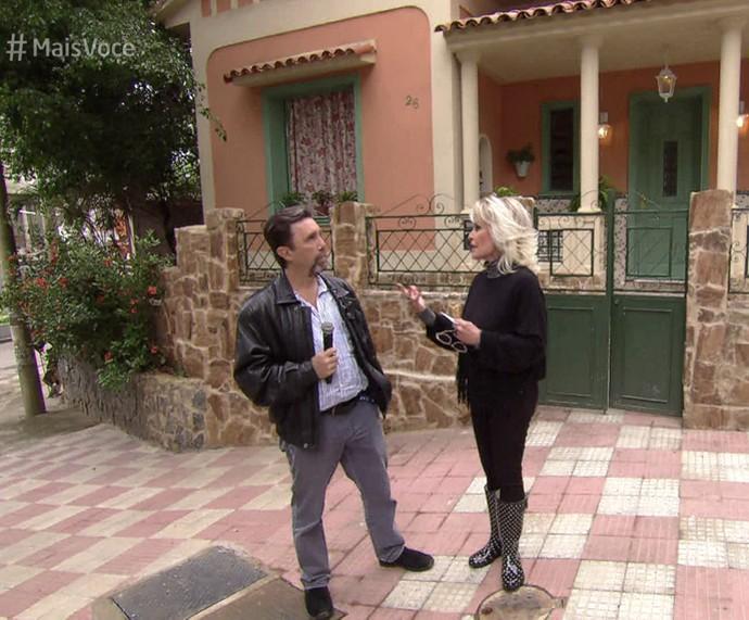 Ana Maria entrevista o cenógrafo Cláudio Duque (Foto: TV Globo)