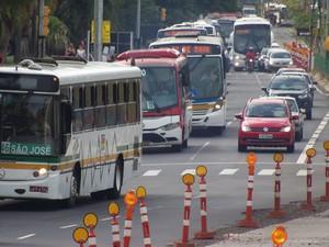 Operação Tartaruga causa lentidão do trânsito em Porto Alegre (Foto: João Laud/RBS TV)