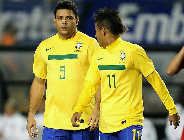 159eb16a93 Ronaldo  escala  a seleção do ano com Messi