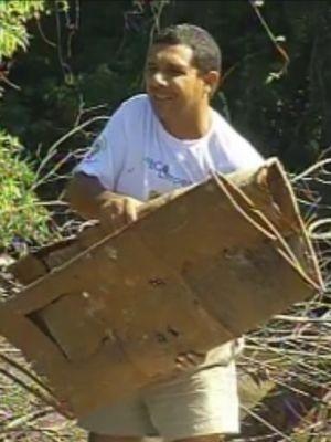 Lixo foi retirado das águas e das margens do rio  (Foto: reprodução/TV Tem)