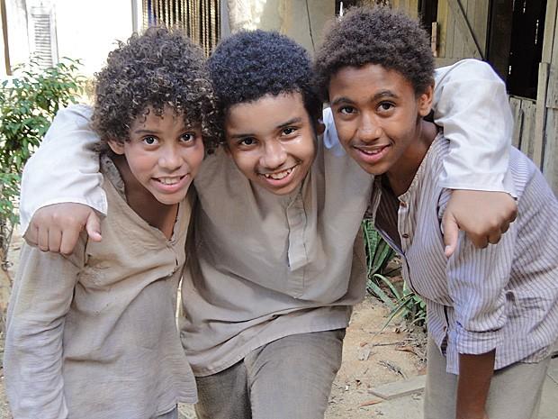 Em Lado a Lado, os atores interpretam os irmãos Elias, Vilmar e Olavo (Foto: Lado a Lado/TV Globo)