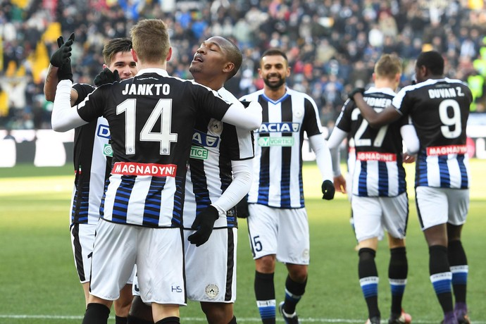 Jankto comemora gol do Udinese com Samir (Foto: EFE/EPA/ALBERTO LANCIA)