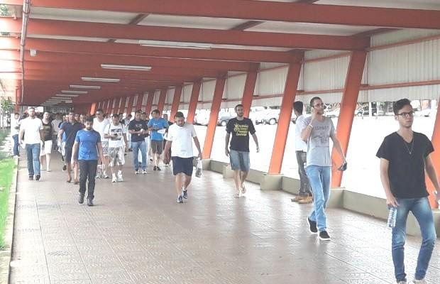 Candidatos avaliam concurso da PM e sonham com estabilidade do cargo em Goiás (Foto: Tadeu Felipe/TV Anhanguera)