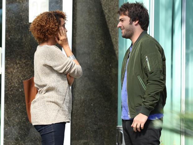 Atriz já exibe a barriguinha de sua segunda gravidez (Foto: Carol Caminha/ TV Globo)