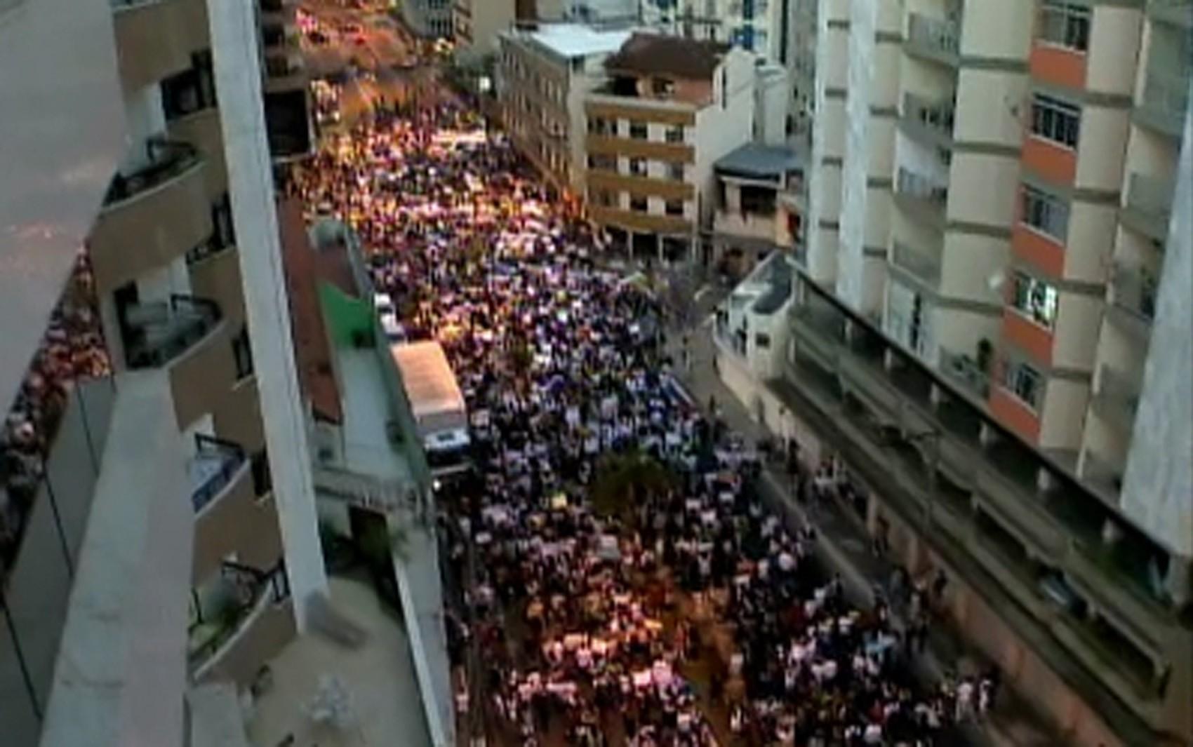 Artesanato Hipie ~ G1 Protestos levam milhares de pessoas para ruas do centro de Juiz de Fora notícias em Minas