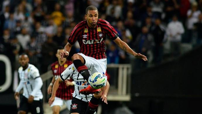 Hernani Atlético-PR Corinthians (Foto: Site oficial do Atlético-PR/Divulgação)