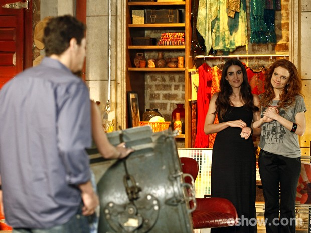 Flavinha e Vanessa flagram o casal na maior pegação (Foto: Inácio Moraes/ TV Globo)