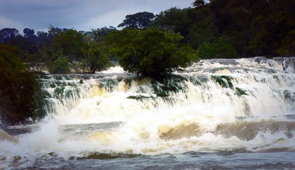 Forte correnteza no Rio Jururena, no Mato Grosso, registrada no programa (Foto: Reprodução / EPTV)