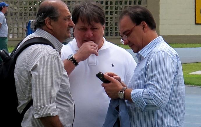 Sergio Landau, diretor executivo, Anderson Barros, gerente de futebol, e Chico Fonseca, vice de futebol (Foto: Thales Soares / Globoesporte.com)