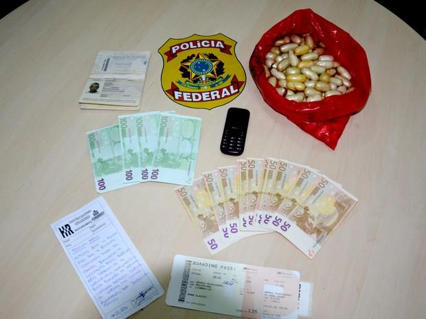 PF prende homem com 84 cápsulas de cocaína no estômago.
