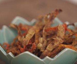 Chips de casca de batata-doce e cenoura