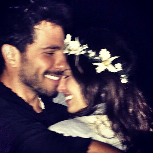 Isis Valverde com o namorado (Foto: Reprodução/Instagram)