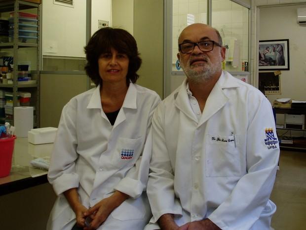 Silvia Sardi e Gubio Soares Santos, da Universidade Federal da Bahia (UFBA) foram os responsáveis por identificar o vírus da zika pela primeira vez no Brasil, em abril de 2015  (Foto: Gubio Soares/Arquivo pessoal)