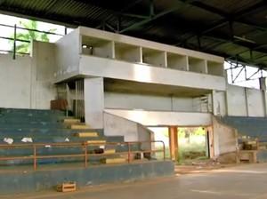 Ginásio Fiotão estava abandonado (Foto: Reprodução/TVCA)
