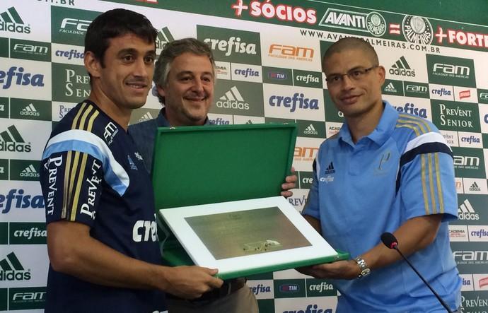 Placa, Alex e Robinho, Coritiba (Foto: Rodrigo Faber)