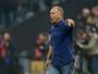 Mano Menezes reclama de pênalti não marcado e gol irregular do Corinthians