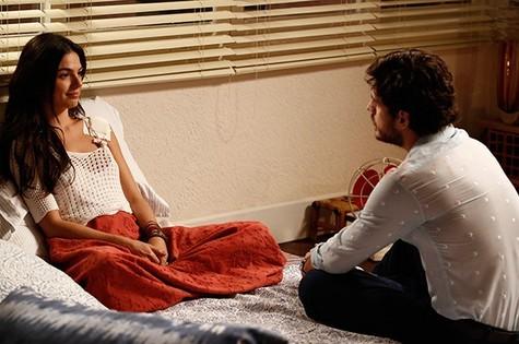 Isis Valverde e Marco Pigossi em cena  (Foto: Divulgação)