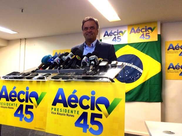 Aécio concede entrevista coletiva no Rio (Foto: Kathia Mello / G1)