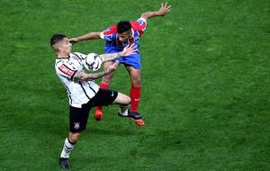 Paolo Guerrero no jogo do Corinthians (Foto: Getty Images)