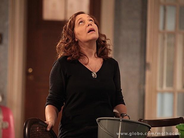 Vera fica com receio de ter que adiar o casamento (Foto: Malhação / TV Globo)