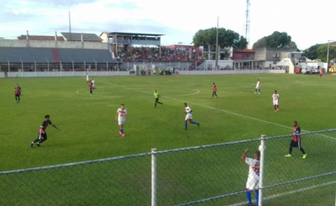 Serra goleou o Vilavelhense neste sábado, no Robertão (Foto: Marcos Barcelos/Do Onde ao Um)