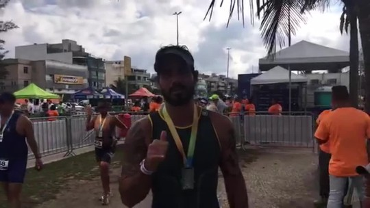 """Pacotão: Rio Triathlon tem pais e filhos, estreia de ator e até """"sim"""" na chegada"""