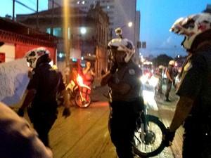 Polícia Militar fechou parte das vias durante manifestação de estudantes em Piracicaba (Foto: Claudia Assencio/G1)
