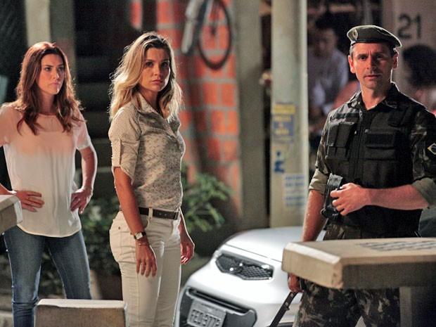 Érica cai na armadilha de Élcio e vê Théo e Morena juntinhos (Foto: Salve Jorge/TV Globo)