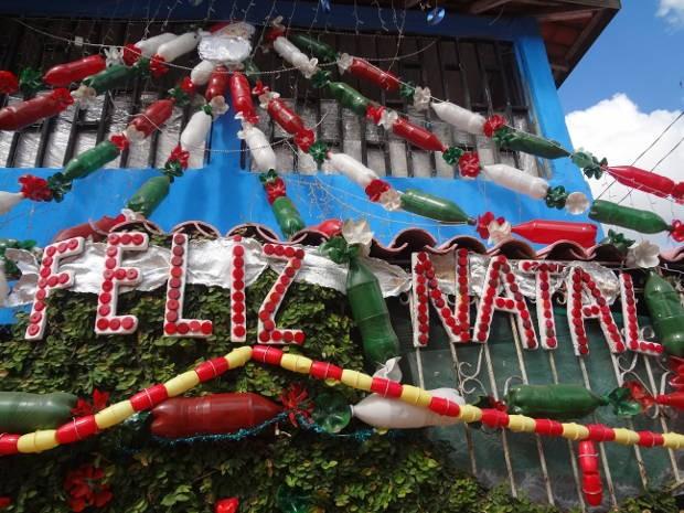 decoracao arvore de natal reciclavel : decoracao arvore de natal reciclavel:Luzia Coutinho, de 64 anos, confeccionou sua árvore de Natal com