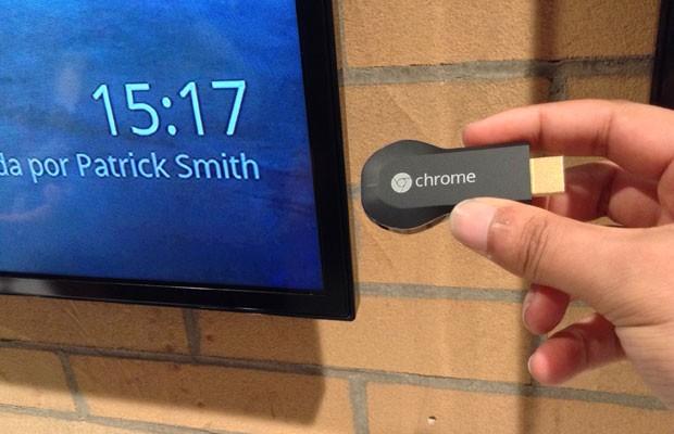 Chromecast leva para a tela da TV o conteúdo de aplicativos e de PCs. (Foto: Helton Simões Gomes/G1)