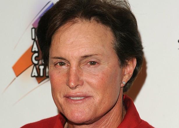 Em fevereiro deste ano, o ex-atleta olímpico (e padrasto das Kardashians) Bruce Jenner protagonizou um terrível acidente de carro em Malibu, na Califórnia. Com sua SUV, ele atingiu um carro branco, matando o motorista e deixando outras sete pessoas ferida (Foto: Getty Images)